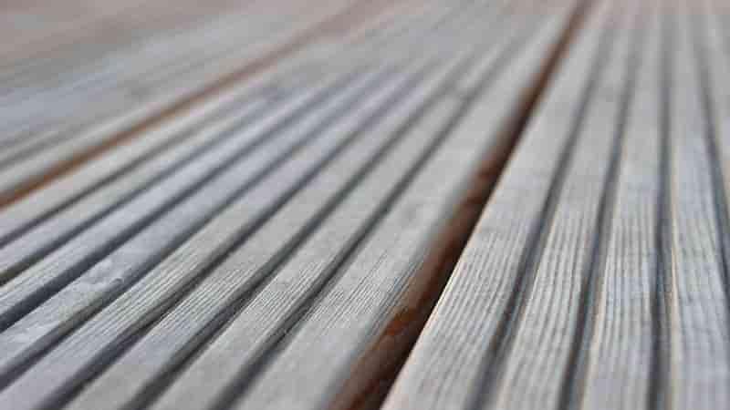 Terrassendiele sibirische Lärche geriffelt vergraut